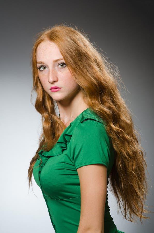 Młodej kobiety być ubranym zdjęcia royalty free