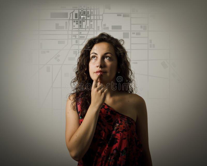 Młodej kobiety i miasta mapa zdjęcie royalty free