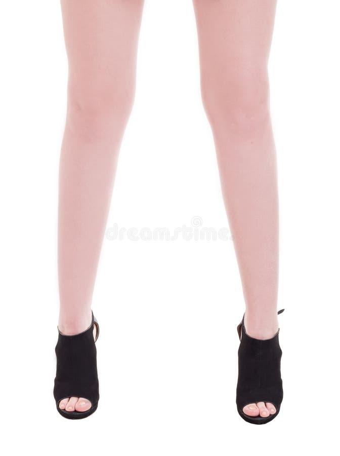 Młodej kobiety kostki wzorcowa jest ubranym modna wycinanka inicjuje zdjęcie royalty free