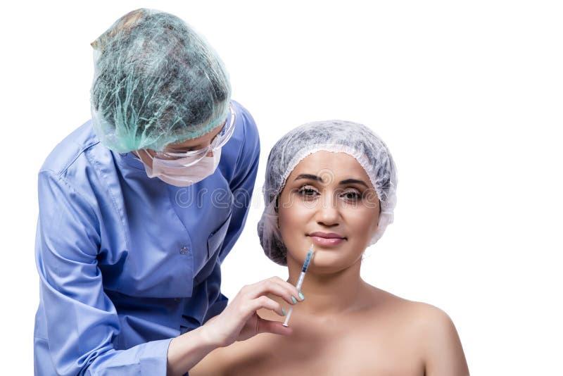 Młodej kobiety narządzanie dla chirurgii plastycznej odizolowywającej na bielu fotografia stock