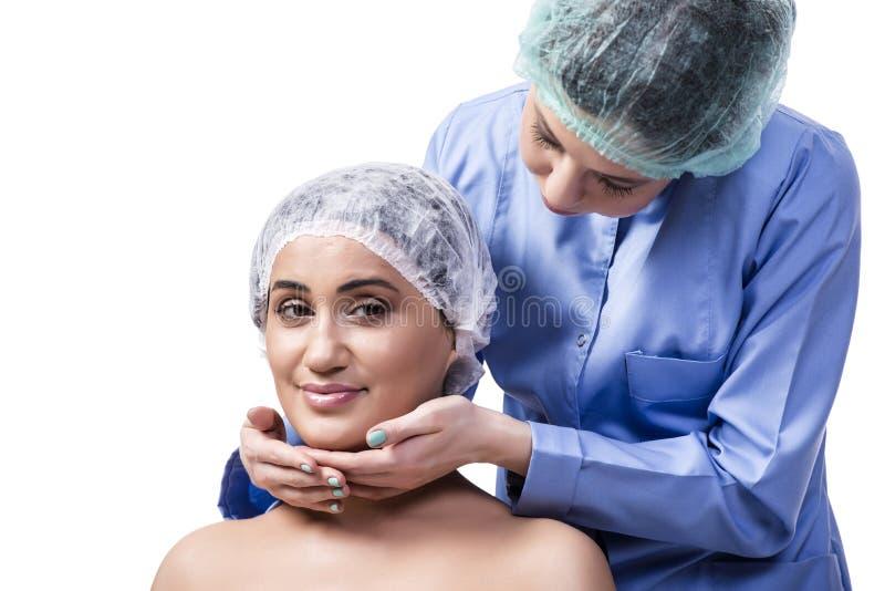 Młodej kobiety narządzanie dla chirurgii plastycznej odizolowywającej na bielu zdjęcie stock