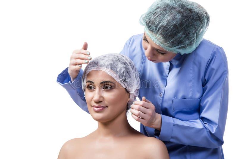 Młodej kobiety narządzanie dla chirurgii plastycznej odizolowywającej na bielu zdjęcie royalty free