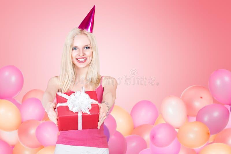 Młodej kobiety odświętności urodziny obraz stock