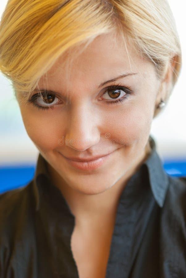 Młodej kobiety piękny close-up zdjęcie stock