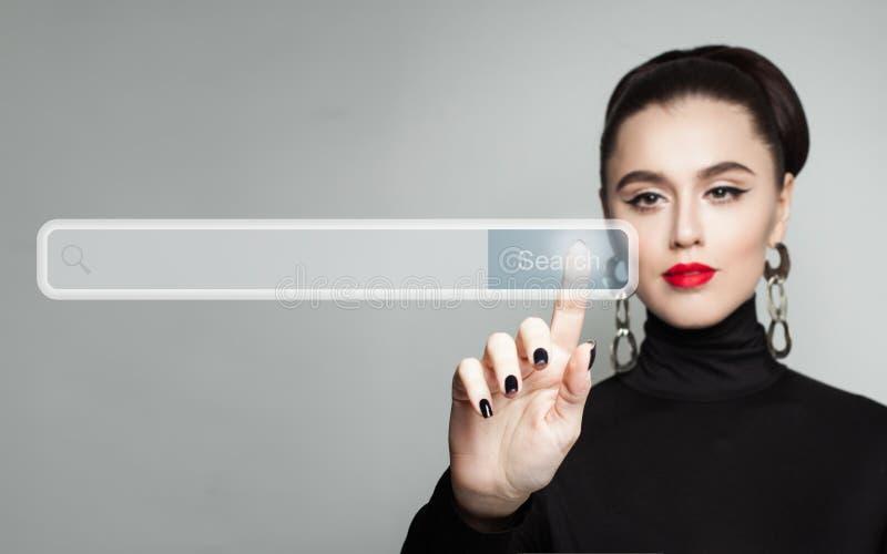 Młodej kobiety ręki żeński wskazywać Ręka i opróżnia adresu baru zdjęcie stock