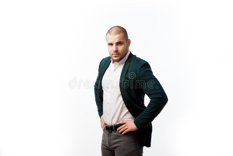 Młody łysy mężczyzna w kostiumu obrazy royalty free