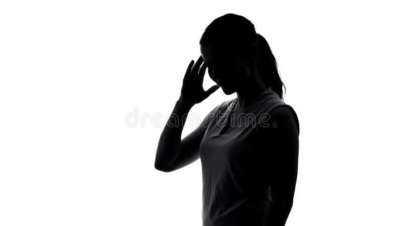 Młody żeński cierpienie od okropnej migreny, premenstrual syndrom, cień obrazy stock