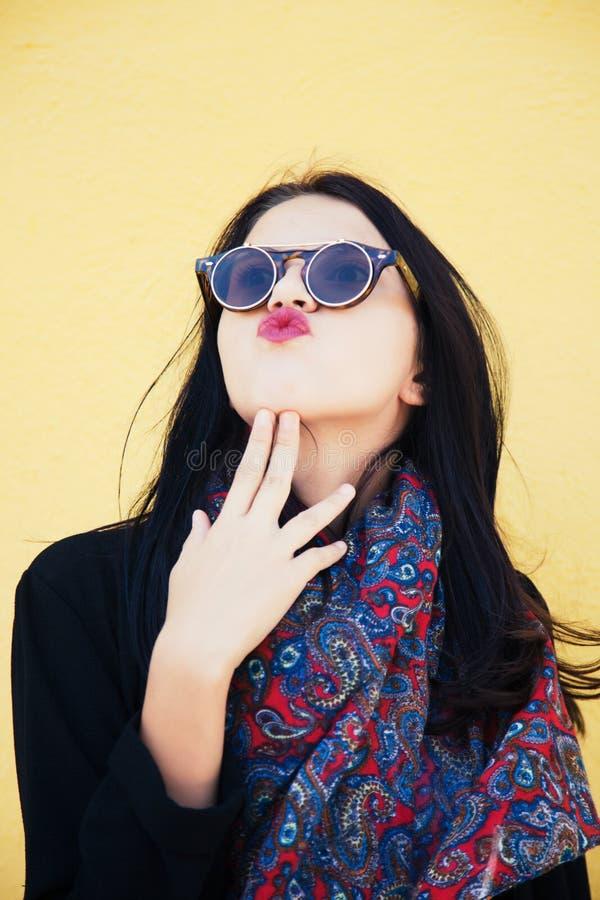 Młody żeński moda model zdjęcie royalty free