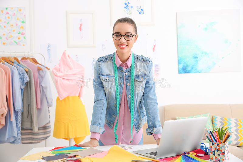 Młody żeński mody designe obrazy stock