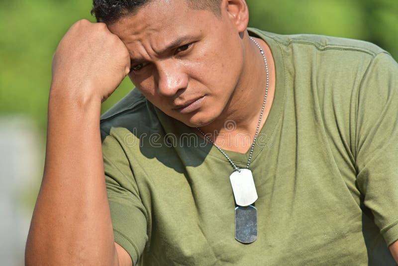Młody żołnierza rekruta główkowanie zdjęcia royalty free