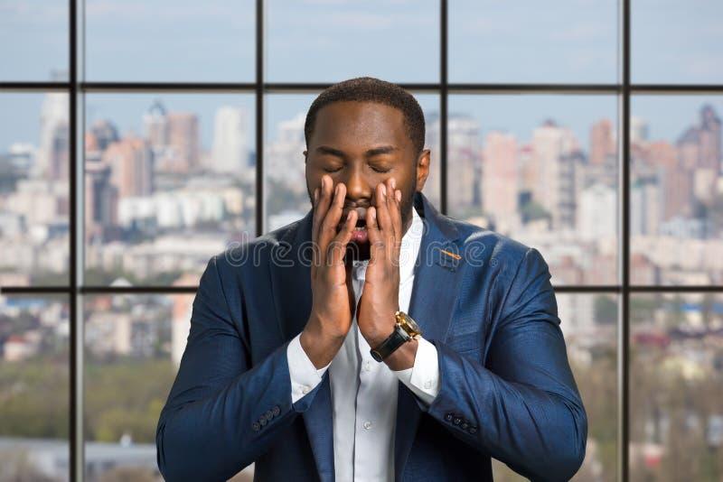 Młody afro amerykanin w pełnej niewiarze obraz royalty free
