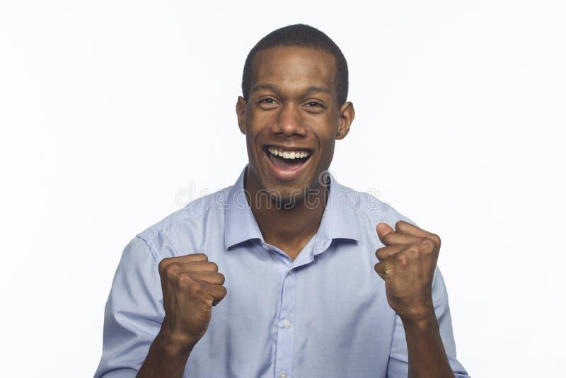 Młody afroamerykański mężczyzna excited i rozweselać, horyzontalny fotografia stock