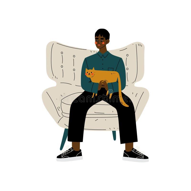 Młody amerykanin afrykańskiego pochodzenia mężczyzny obsiadanie w karle z kotem w Jego rękach, faceta wydatki weekend w domu royalty ilustracja
