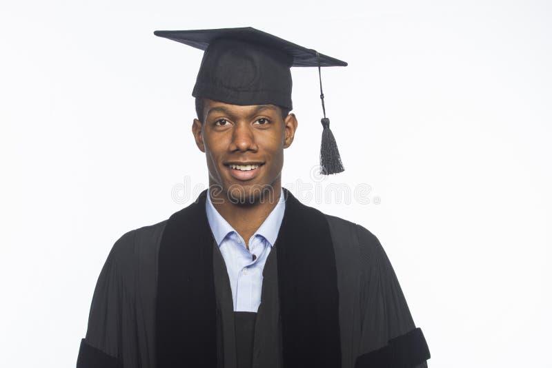 Młody amerykanin afrykańskiego pochodzenia szkoły wyższa absolwent, horyzontalny obrazy royalty free