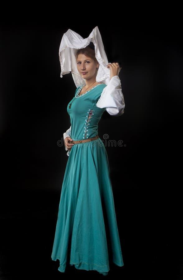 Młody atrakcyjny Średniowieczny kobiety oer czerń fotografia royalty free