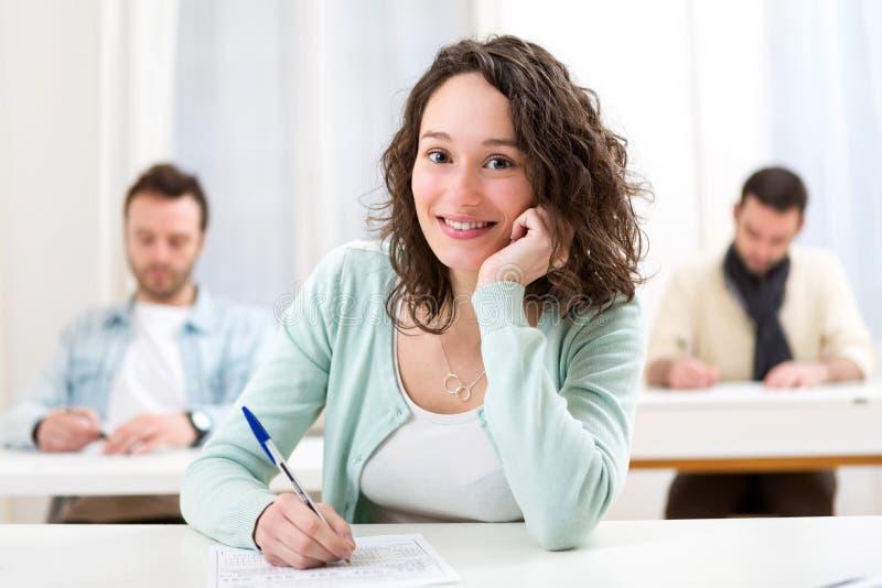 Młody atrakcyjny uczeń podczas lekcj przy szkołą zdjęcie royalty free
