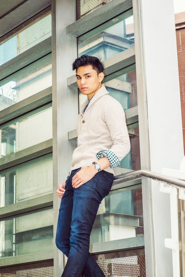 Młody Azjatycki Amerykański mężczyzna w Nowy Jork zdjęcia stock