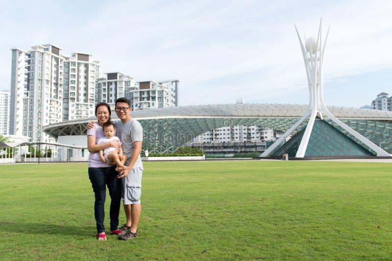 Młody Azjatycki Chiński rodzinny plenerowy fotografia royalty free