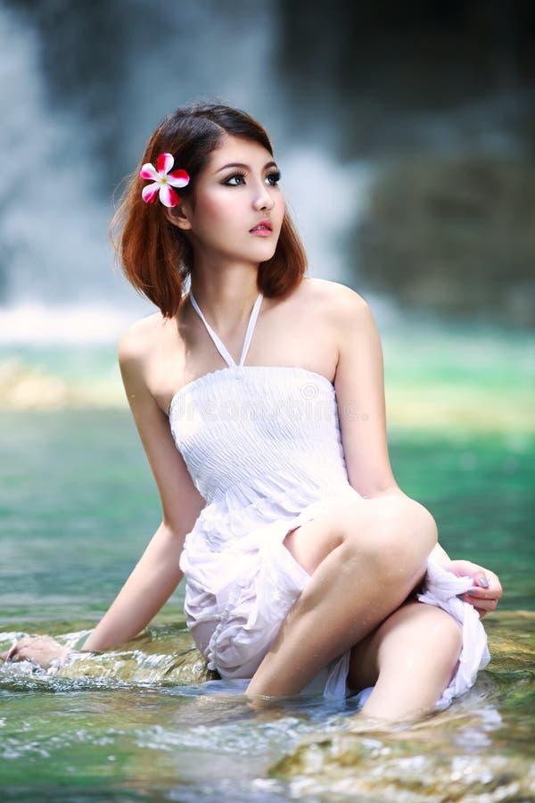 Młody azjatykci kobiety relaksować zdjęcia royalty free
