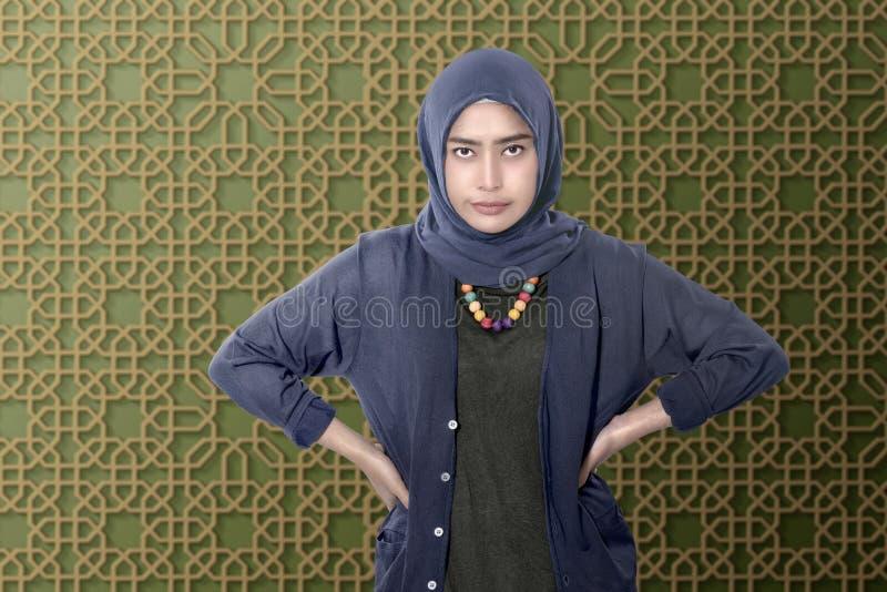 Młody azjatykci muzułmański z smucenie twarzą zdjęcia royalty free