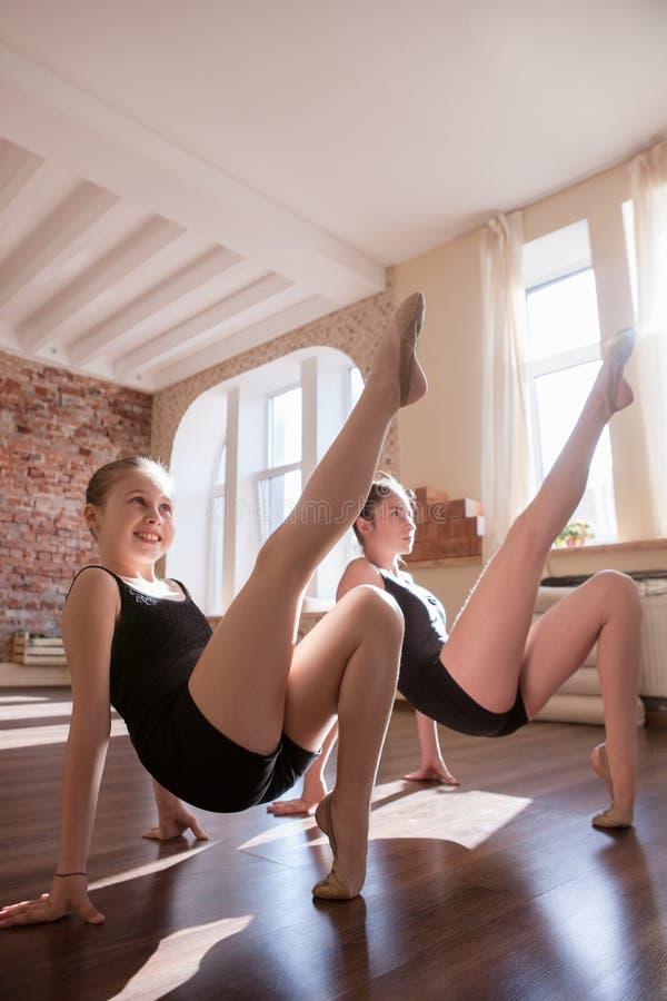 Młody balerina trening Sport dla dziewczyn obraz royalty free