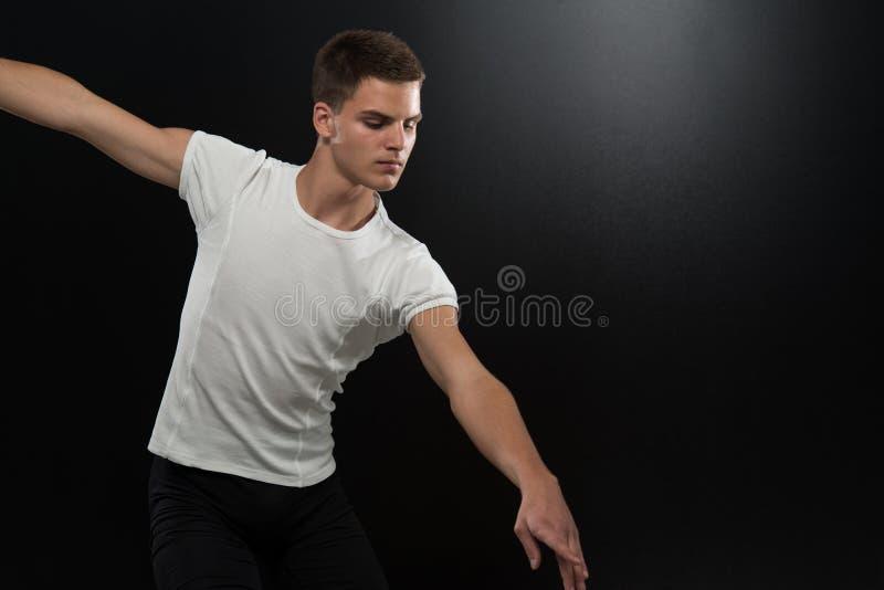 Młody Baletniczego tancerza taniec obrazy royalty free