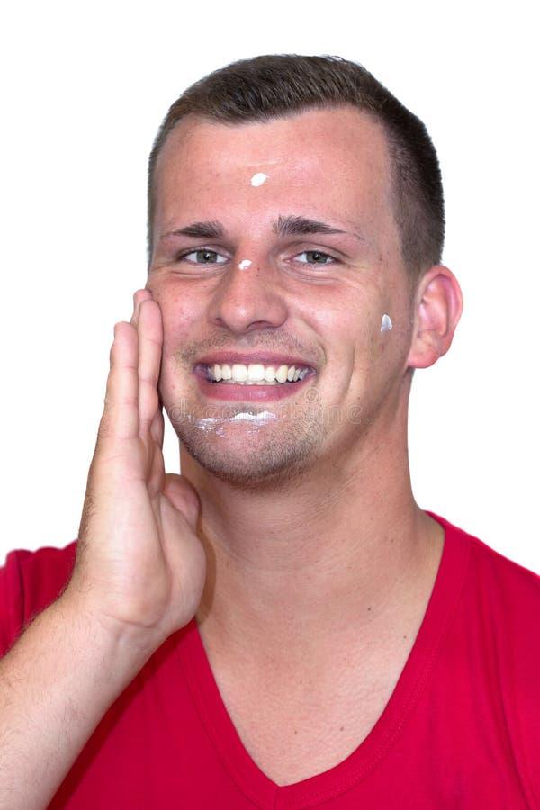Młody biały człowiek z moisturizer śmietanką w jego twarzy zdjęcia royalty free