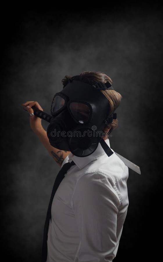 Młody biznesmen maski gazowej pojęcie obraz stock