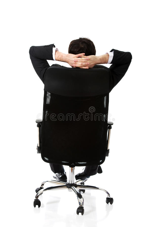 Młody biznesmen sesting na krześle zdjęcie royalty free