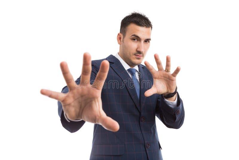 Młody biznesmena lub sprzedaży mężczyzna z defensywny gestykulować obraz stock
