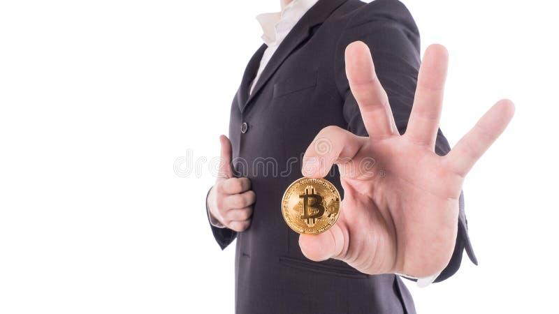 Młody biznesmena mienia bitcoin na ręce Odizolowywający na bielu zdjęcia royalty free
