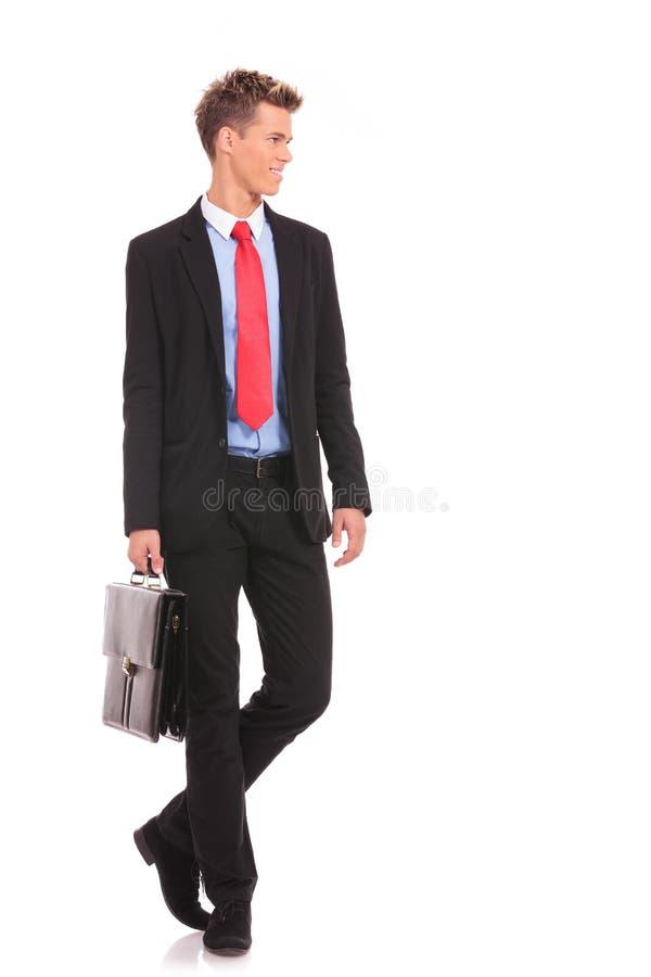 Młody biznesowy mężczyzna patrzeje jego strona fotografia stock