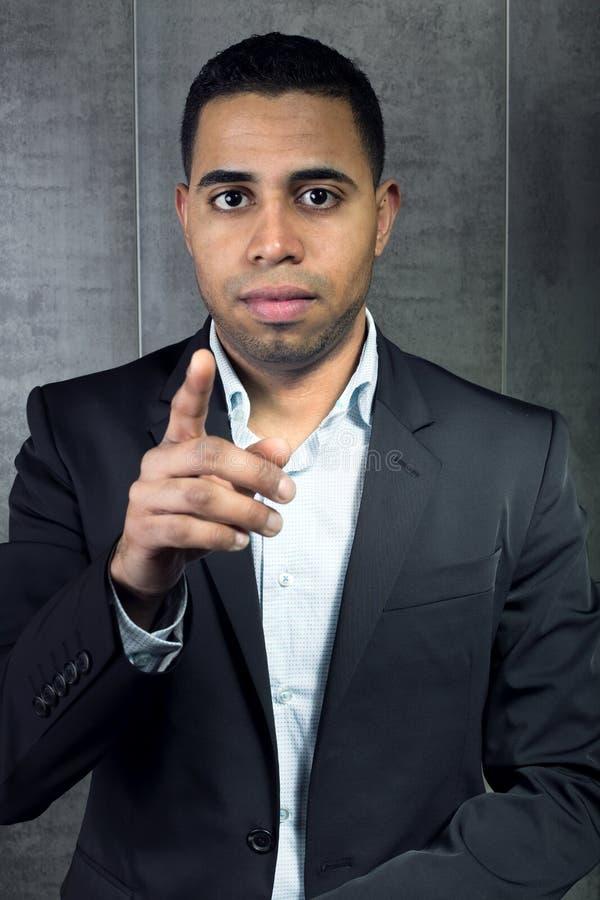 Młody biznesowy mężczyzna wskazuje jego palec przy tobą fotografia stock