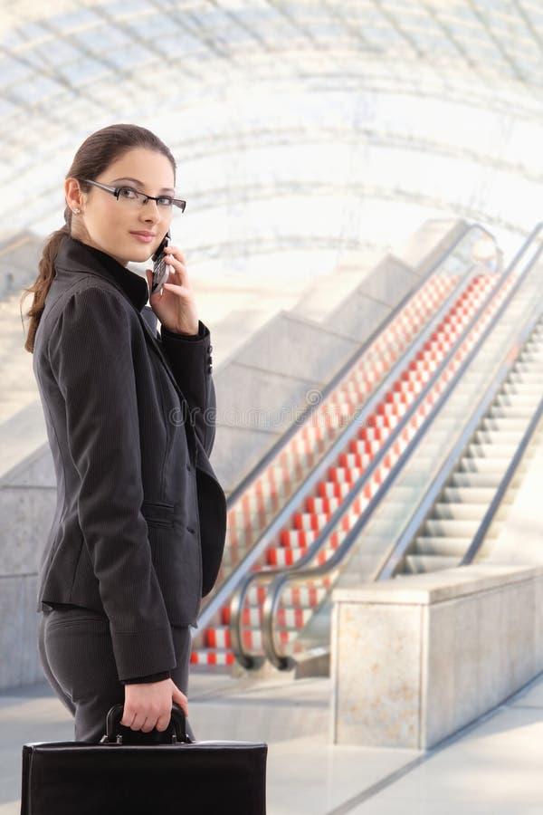 Młody bizneswoman iść pracować obraz stock