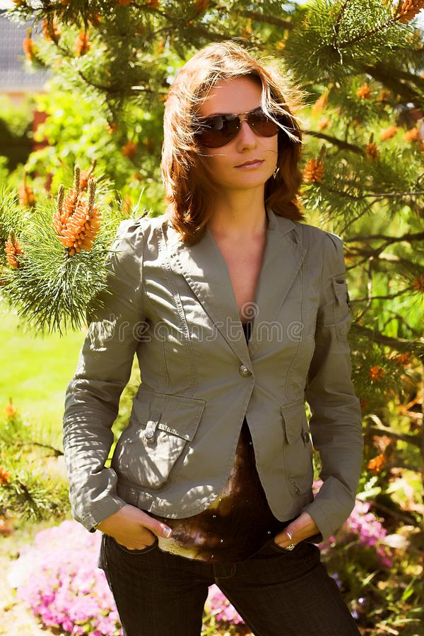 Młody bizneswoman w naturalnym środowisku fotografia stock