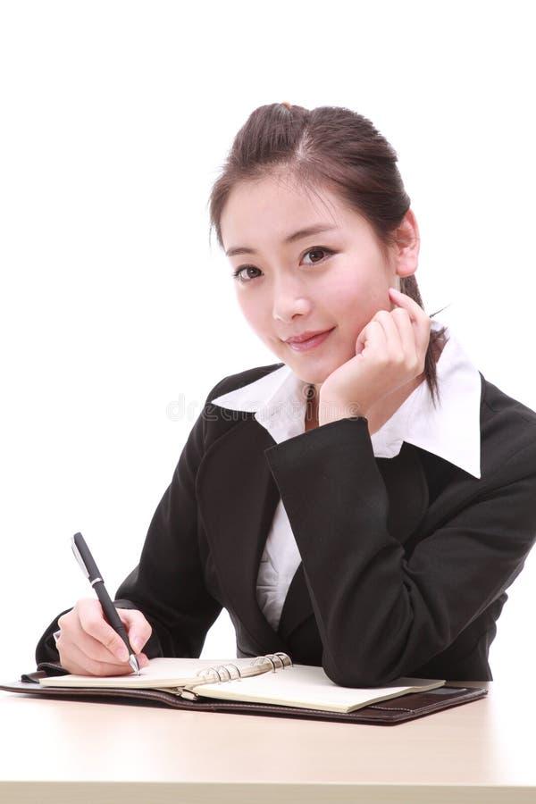 Młody bizneswoman z piórem zdjęcia stock