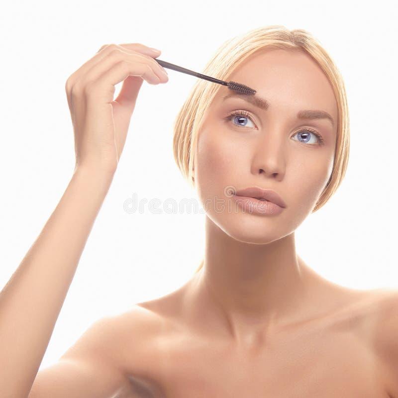 Download Młody Blondynki Kobiety Makijaż Zdjęcie Stock - Obraz złożonej z wargi, tło: 57667554