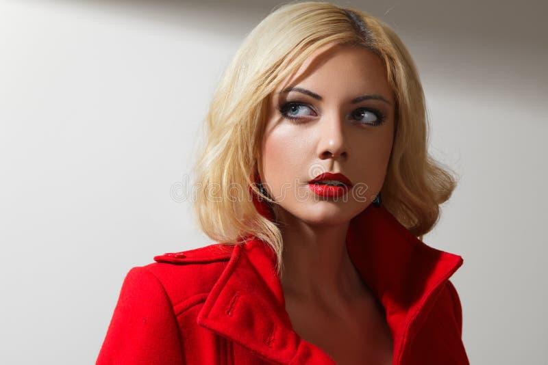 Młody blondynki kobiety portret zdjęcia royalty free