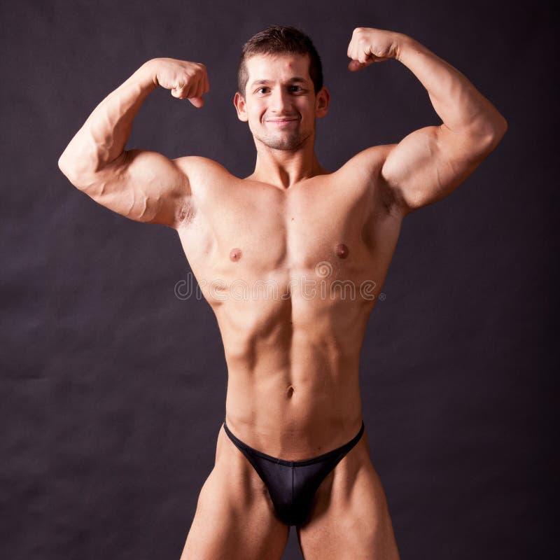 Młody bodybuilder pozować zdjęcie royalty free