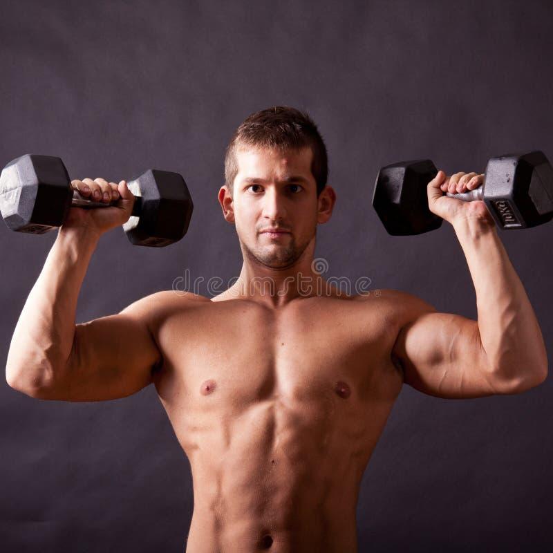 Młody bodybuilder traininig zdjęcie stock