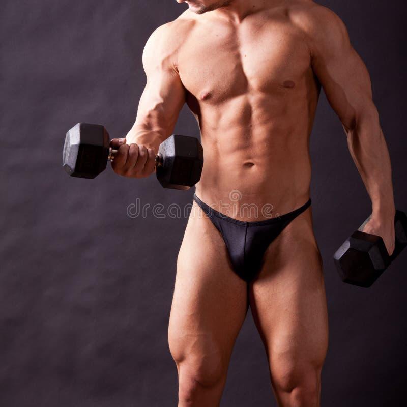 Młody bodybuilder traininig zdjęcia stock