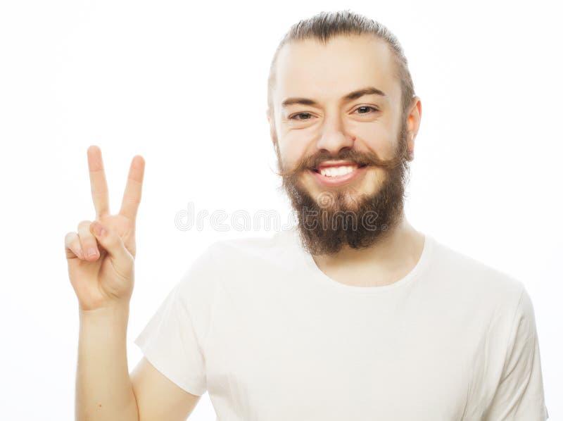 Download Młody Brodaty Mężczyzna Z Dobrym Pomysłu Znakiem Zdjęcie Stock - Obraz złożonej z uwaga, brodaty: 53787708