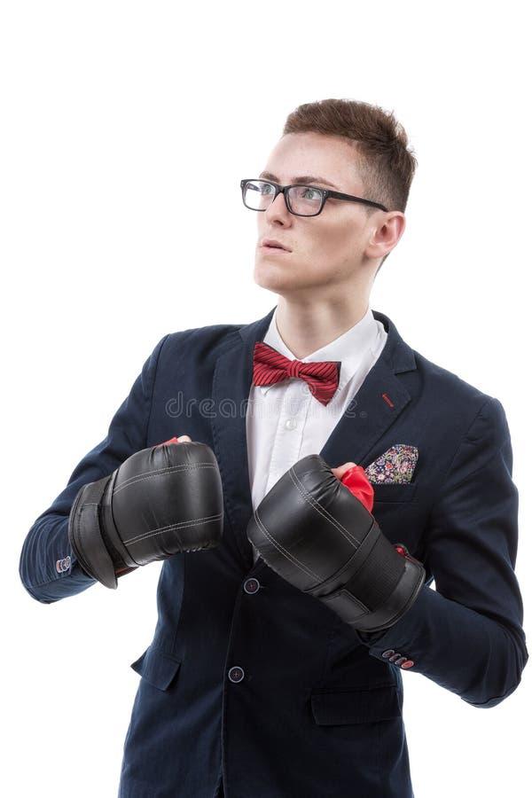 Młody caucasian biznesmen jest ubranym bokserskie rękawiczki zdjęcie royalty free