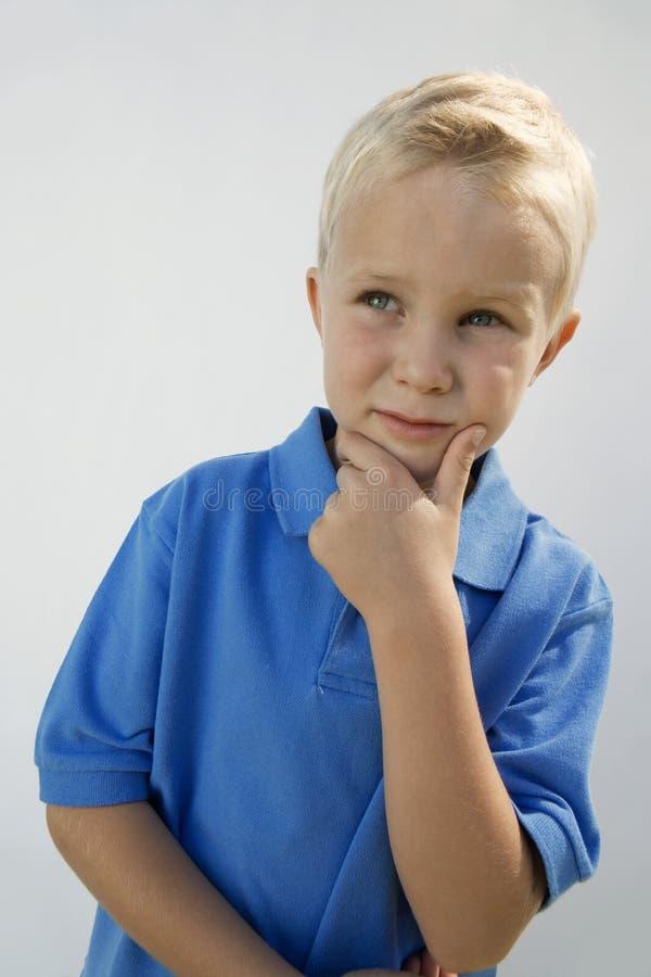 Młody chłopiec główkowanie zdjęcia stock
