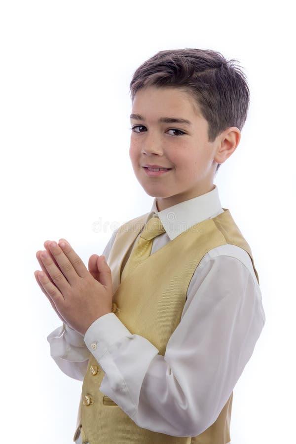 Młody chłopiec modlenie w jego Pierwszy komuni zdjęcia royalty free