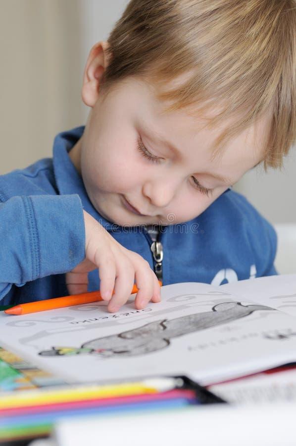 Młody chłopiec rysunek obraz stock