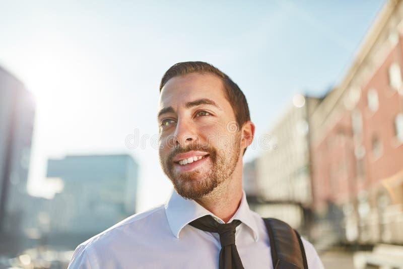 Młody człowiek jako pomyślny biznesowy mężczyzna zdjęcia royalty free
