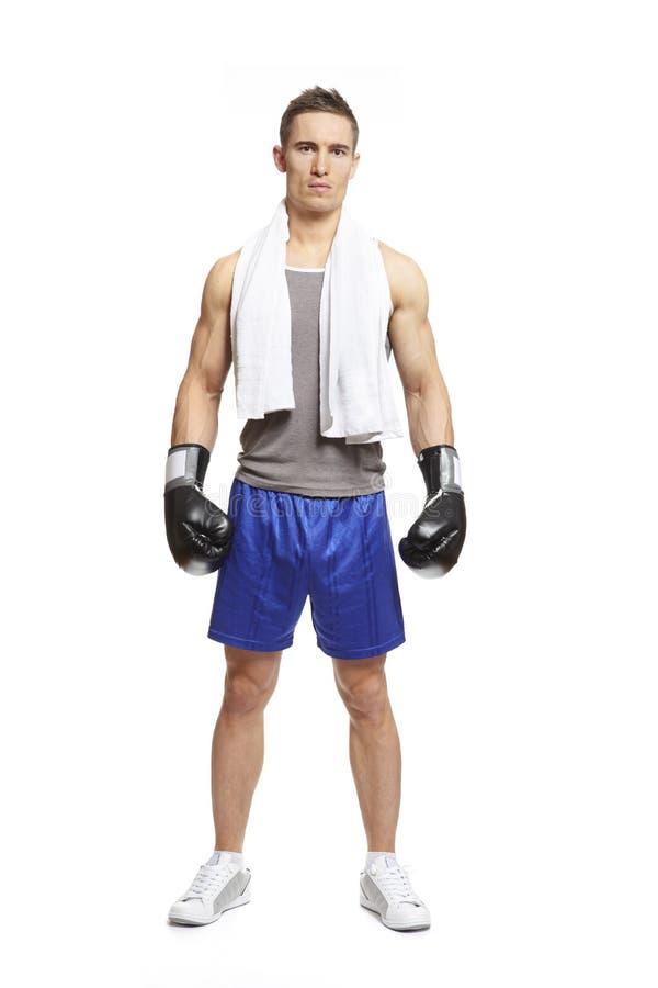 Młody człowiek jest ubranym bokserskie rękawiczki w sporta stroju obraz stock