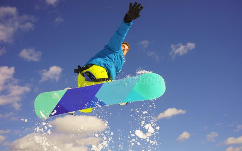 Młody człowiek na snowboard obrazy royalty free