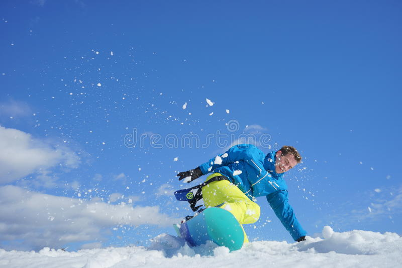 Młody człowiek na snowboard fotografia stock